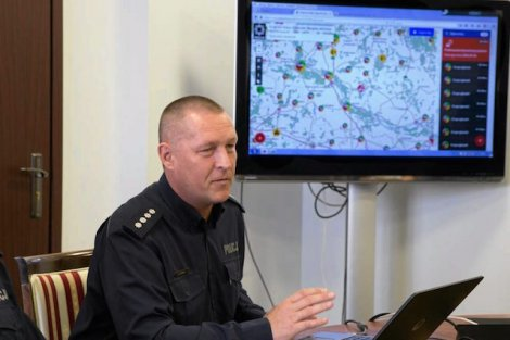 Policjanci będą musieli poruszać się sprawnie nie tylko na drogach, ale również po sieci.