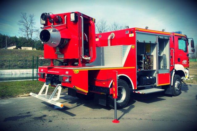 Firma Bocar zaprezentowała pojazd gaśniczy z silnikiem odrzutowym.