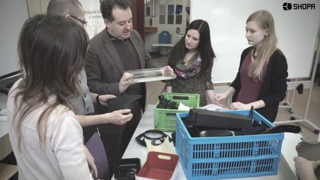 Praca zespołu projektowego SHOPY w Laboratorium Przetwórstwa i Recyklingu Tworzyw UTP
