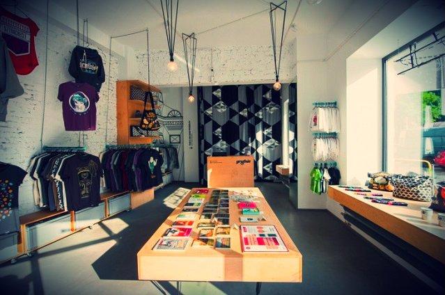 Sklep Gryfnie w Katowicach - jak wspominają twórcy marki, powstały z konieczności - brakowało miejsca w domu wolnego od projektu