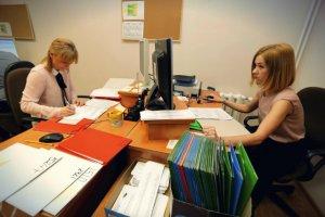 Przez kodeks urzędniczy dodatkowe pensje może stracić 400 tys. osób