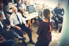 Nadmierny autorytet szefa może blokować wykrzesanie pełni możliwości z pracowników
