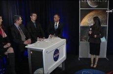 Przedstawiciele NASA ogłaszają istnienie egzoplanet.