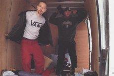 Jason Roesslein pierwszy z lewej w koszulce z napisem Vans.
