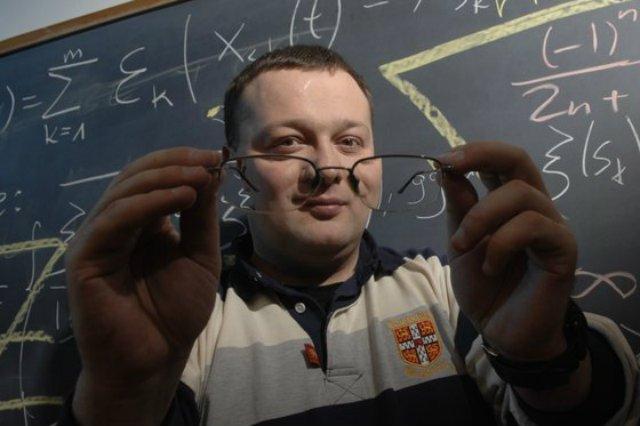 Doktor Kamil Kulesza.