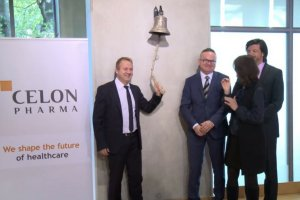 Maciej Wieczorek (pierwszy z lewej) podczas debiutu Celon Pharma na GPW.