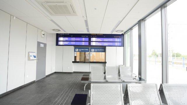Wnętrze dworca w Nasielsku.