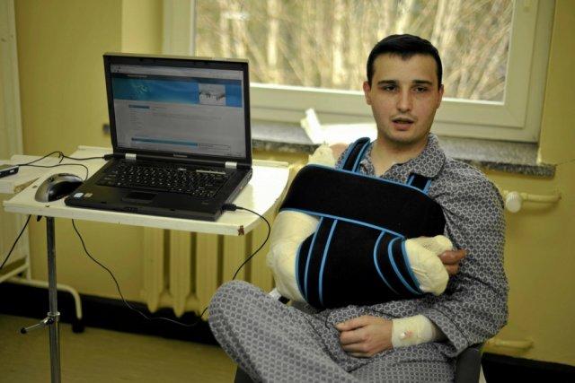 Pacjent z Trzebnicy, któremu przyszyto rękę pochodzącą od zmarłego dawcy.