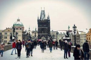 Już nie tylko przedsiębiorcy, ale również szeregowi pracownicy decydują się na wyjazd do Czech w poszukiwaniu pracy.