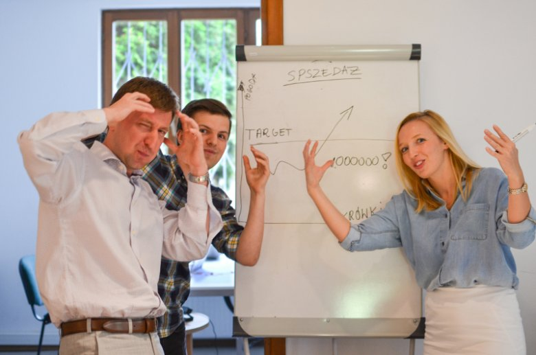 Diunę, która znalazło się w 10-tce najlepszych biur tłumaczeń w Polsce, założyło małżeństwo: Piotr (na pierwszym planie po lewej) i Anna (po prawej) Kolasa