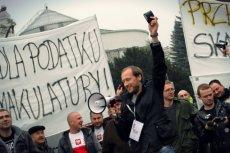 Piotr Surmacki podczas demonstracji drobnych i średnich przedsiębiorców pod Sejmem w 2014 roku.