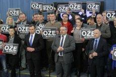 Sejm . Prosumenci oraz posłowie podczas konferencji prasowej - Zgoda ponad podziałami dla energetyki obywatelskiej .