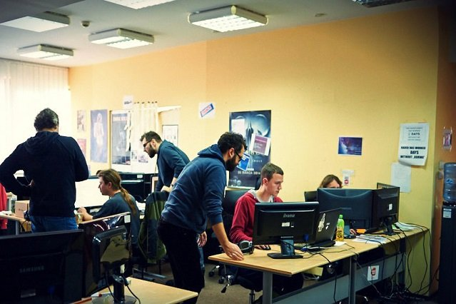 Chociaż sprawia wrażenie typowego biura, siedziba 11 bit studios to miejsce tętniące kreatywnością oraz kuźnia nieszablonowych i popularnych gier.