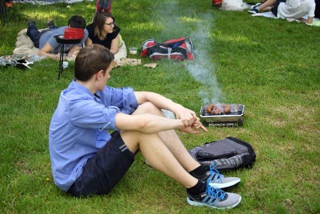 Jedna mała kiełbaska przyrządzona na tradycyjnym grillu węglowym dostarcza nam tyle benzo(a)pirenu, co 20 wypalonych papierosów