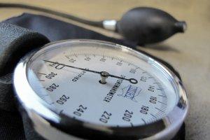 Przyrząd do mierzenia ciśnienia. Musi z niego systematycznie korzystać aż 8,8 mln Polaków.