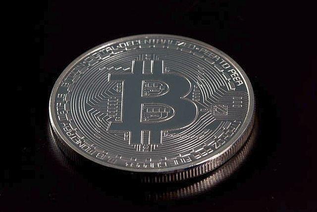 KNF i NBP ostrzegają przed używaniem wirtualnych walut. Uzywanie bitcoinów może być ryzykowne