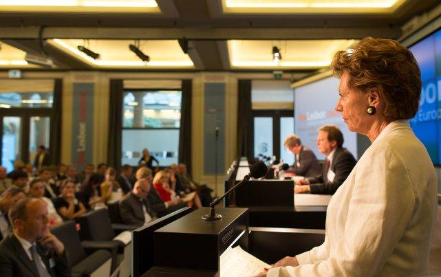 Neelie Kroes zarządzająca Startup Delta podczas Startup Nations Summit 2015 otrzymała nagrodę za przełomową działalność na rzecz innowacji.