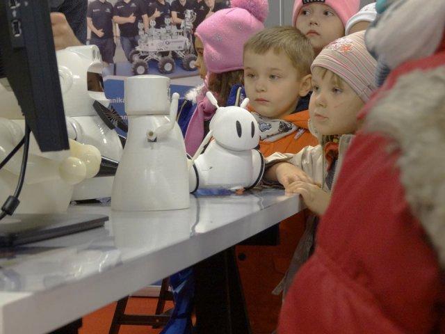 Photon to polski robot, który będzie dojrzewał razem z dzieckiem.