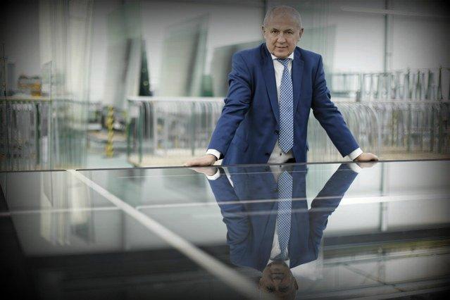 Leszek Gierszewski, właściciel firmy Drutex, która z rodzinnej, lokalnej firmy, w której produkowało się drut, wyrosła w europejskiego potentata w branży stolarki okiennej.