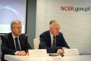 prof. Maciej Chorowski (dyrektor NCBR) i premier Jarosław Gowin