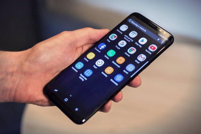 Samsung S8+ mimo dużych gabarytów idealnie układa się w dłoni