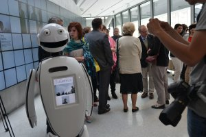 EuGenius stanowi połączenie ludzkich uczuć ze sztuczną inteligencją. Nic więc dziwnego, że został przewodnikiem w muzeum.