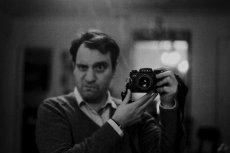 Według badań naukowców z Uniwersytetu Wrocławskiego w przypadku mężczyzn publikowanie selfie ma związek z narcyzmem, który jest zaburzeniem osobowości.
