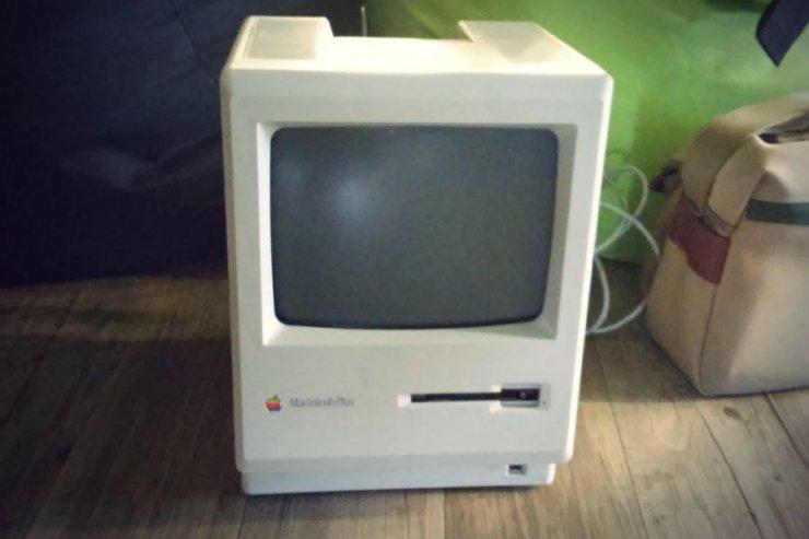 Macintosh Plus, można go kupić za zaledwie kilkaset dolarów.
