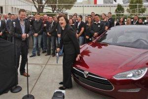Nowe samochody Tesla będą rozwijać koncept autonomicznych aut.