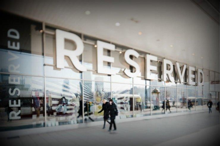 Flagowy salon marki Reserved w Warszawie, firma LPP (która jest właścicielem marki) istnieje od 1991 roku i stworzyła już 20 tys. miejsc pracy