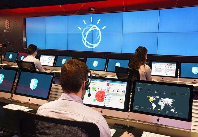 IBM stawia na bezpieczeństwo w sieci.