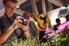 Natura i technologia na stoisku Sony Mobile uzupełniały się nawzajem.