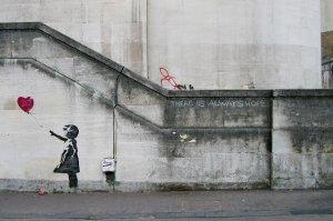 Prace Banksy'ego przede skupiają się na problemach współczesnego świata.