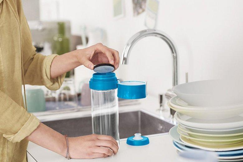 Oszczędzanie wody w domu to tylko jeden aspekt ekologicznego gospodarowania tym życiodajnym płynem. Nie bez znaczenia jest to, jak ją na co dzień konsumujemy