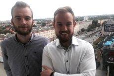 (Od lewej) Dawid Bojahr i Szymon Węsierski z Agencji Kreatywnej EFEKT
