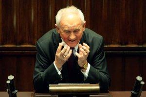 Minister energii Krzysztof Tchórzewski. Zabrał inwestorom, by łatać dziury w budżecie.