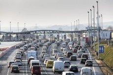 Ministerstwo Infrastruktury zdecydowało, że szlabany na autostradach zostaną podniesione, gdy oczekiwanie na przejazd będzie trwało więcej, niż 45 minut.