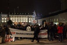 Demonstracja przeciwko kredytodawcom pod Pałacem Preydenckim.