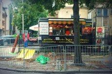 Groteskowa walka z nieestetyczną budą. Sopot, ulica Haffnera.