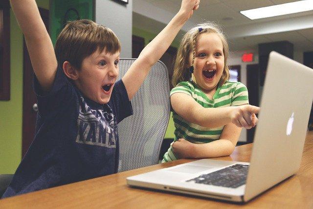 Dywersyfikacja w informatycznych szeregach? To już fakt. Fot. [url=http://bit.ly/1JkEeer]StartupStockPhotos[/url] / [url=http://bit.ly/1XGZhin]CC 0[/url]