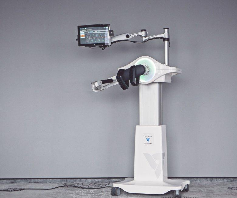 Zanim Luna EMG dostała się na rynek, pracownicy EGZOTech musieli przygotować 500 stron dokumentacji różnego typu.