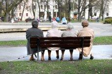 Jako naród starzejemy się. W połączeniu z elastycznym rynkiem pracy, przyszłe pokolenia emerytów będą skazane na pomoc społeczną lub utrzymywanie przez dzieci i rodzinę.