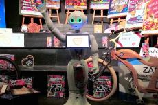Oto Pepper, kwestujący robot.