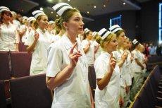 Praca ciężka i słabo płatna. Bycie pielęgniarkąto przede wszystkim powołanie.