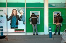 Emerytury obywatelskie, coś na kształt dochodu podstawowego - to ma rozwiązać przyszłe kłopoty Polski z brakiem pieniędzy na świadczenia.
