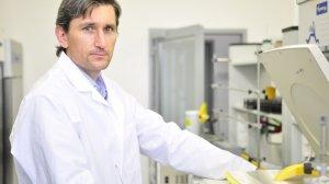 dr Błażej Dolniak, biotechnolog oraz założyciel Vet Stem Cell, która opracowała przełomowy hydrożel.