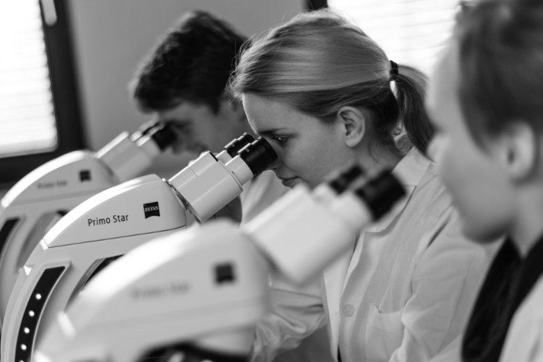 Na rynek mogą trafić tylko najlepsze leki czy metody diagnostyki. Wcześniej trzeba oszacować ich opłacalność.