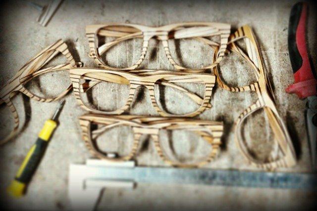 Zanim zajął się na poważnie produkcją okularów, próbował swoich sił w branży deskorolek, jednak to okulary okazały się strzałem w dziesiątkę