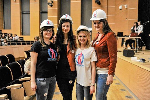 """""""Dziewczyny na politechniki"""" to jedna z akcji promujących nauki ścisłe wśród kobiet."""