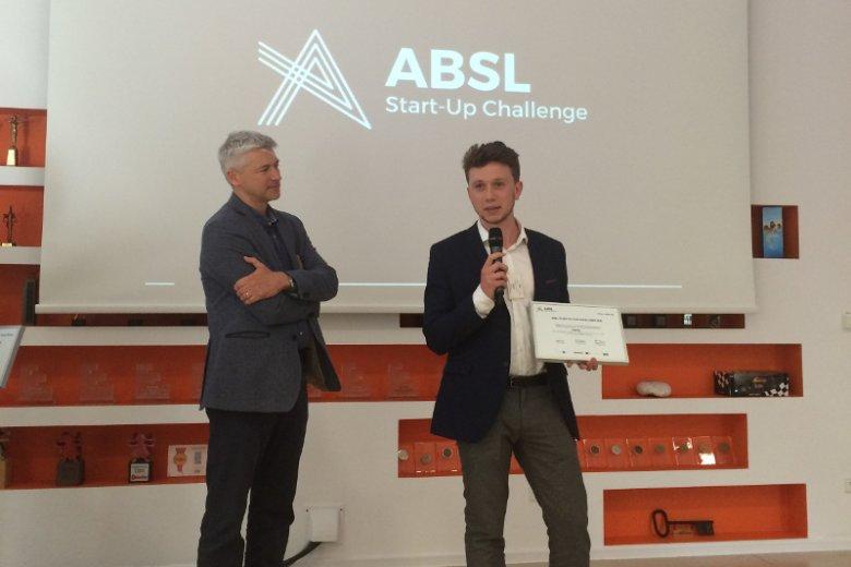 Zwycięzcą ABSL Start-Up Challenge w Warszawie okazał się rozwijający inteligentnego asystenta księgowości start-up Scanye, którego w półfinale reprezentował Tadeusz Chruściel.
